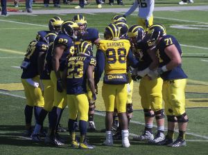 Offense huddling up