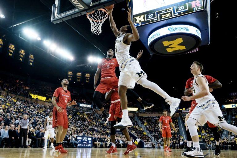 Mike-williams-zak-irvin-ncaa-basketball-rutgers-michigan-1-768x0