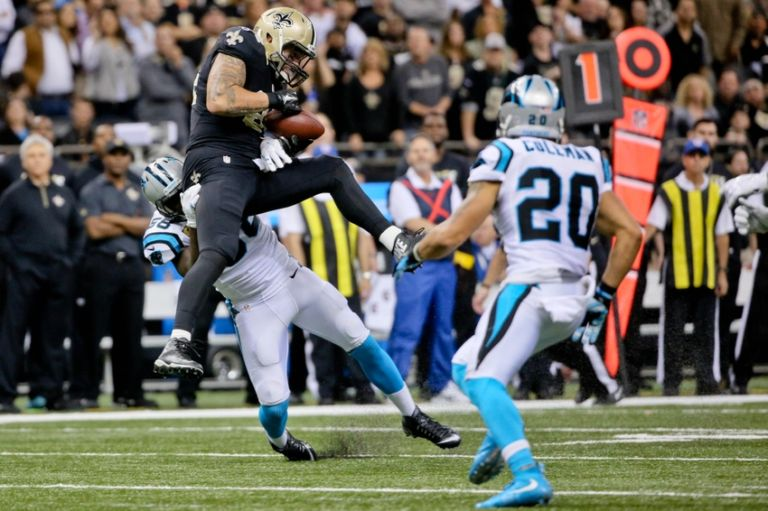 Michael-hoomanawanui-thomas-davis-nfl-carolina-panthers-new-orleans-saints-768x511
