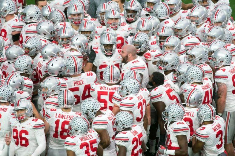 Joel-hale-ncaa-football-fiesta-bowl-notre-dame-vs-ohio-state-768x0
