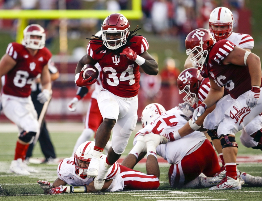 9608849-devine-redding-ncaa-football-nebraska-indiana