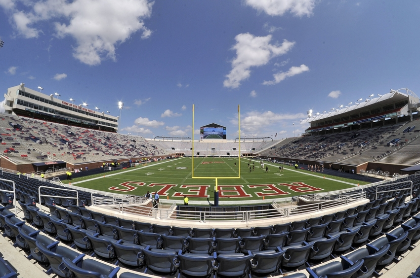 9531068-ncaa-football-wofford-mississippi