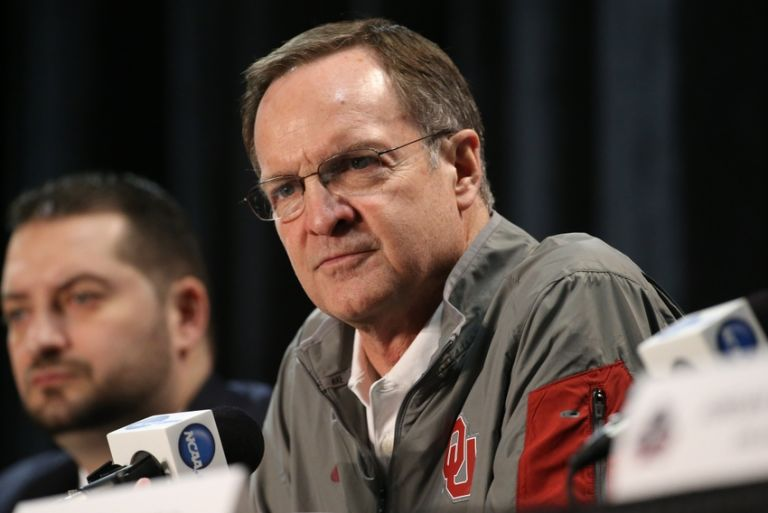 Lon-kruger-ncaa-basketball-final-four-practice-day-768x513