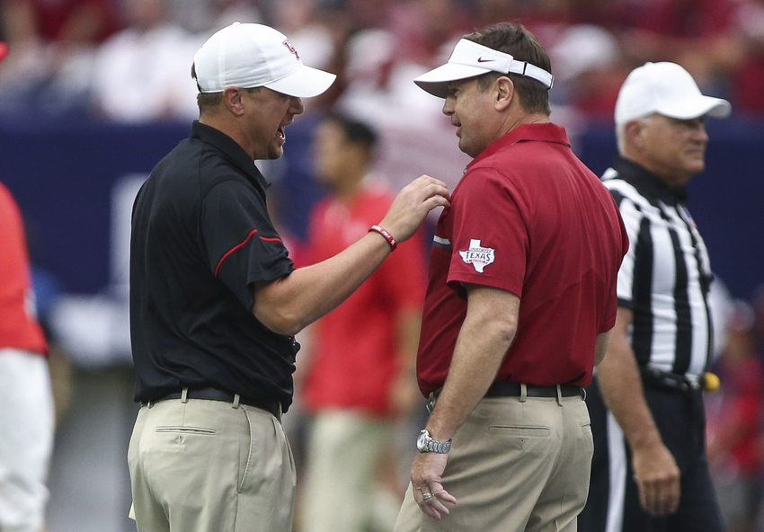 9515752-tom-herman-bob-stoops-ncaa-football-texas-kickoff-oklahoma-vs-houston