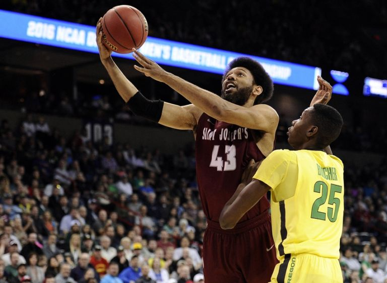 Chris-boucher-ncaa-basketball-ncaa-tournament-second-round-oregon-vs-st.-joseph-768x562