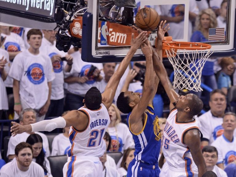 Kevin-durant-shaun-livingston-andre-roberson-nba-playoffs-golden-state-warriors-oklahoma-city-thunder-768x577