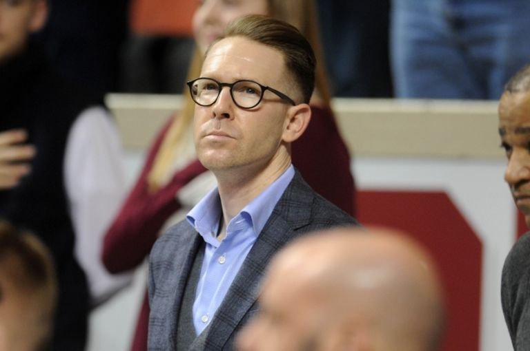 9060646-sam-presti-ncaa-basketball-west-virginia-oklahoma-768x510
