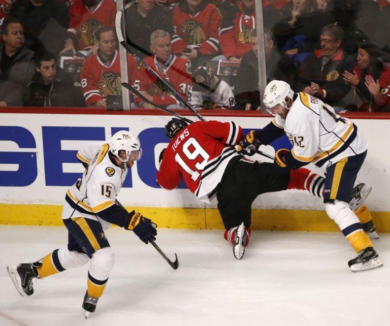 8538453-mike-fisher-jonathan-toews-nhl-stanley-cup-playoffs-nashville-predators-chicago-blackhawks-768x642