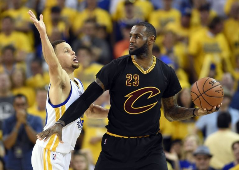 Stephen-curry-lebron-james-nba-finals-cleveland-cavaliers-golden-state-warriors-768x548