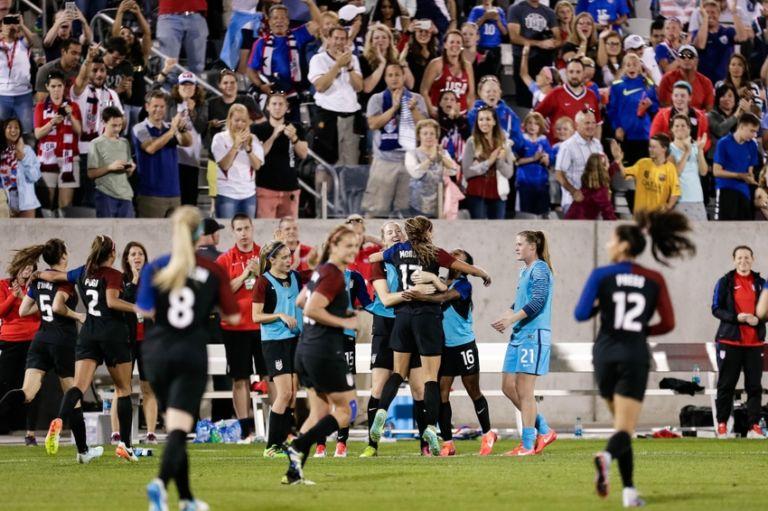 Alex-morgan-soccer-international-friendly-women-768x511