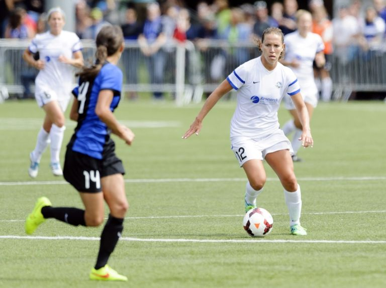 Lauren-holiday-stephanie-cox-nwsl-championship-game-fc-kansas-city-seattle-reign-768x574