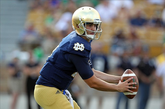 Aug 31, 2013; South Bend, IN, USA; Notre Dame Fighting Irish quarterback Tommy Rees gets ready to hand off against the Temple Owls at Notre Dame Stadium. Mandatory Credit: Brian Spurlock-USA TODAY Sports