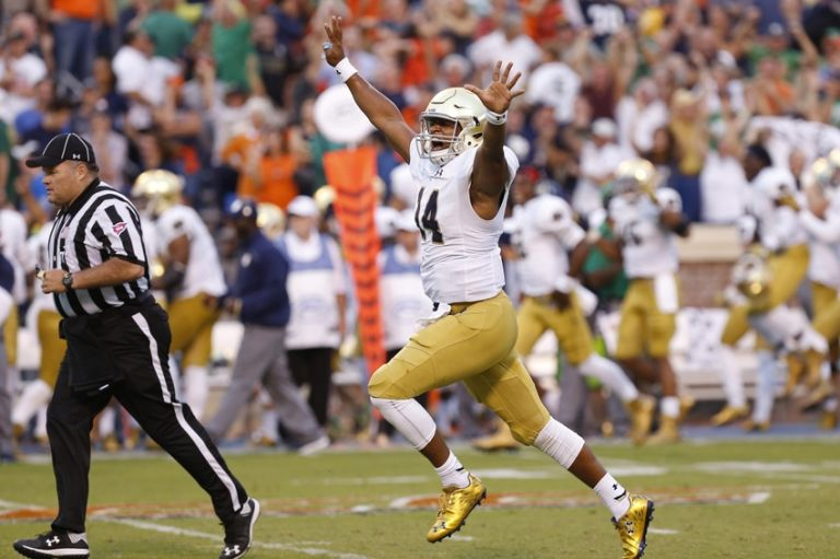 Deshone-kizer-ncaa-football-notre-dame-virginia-768x511