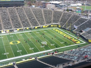 Utah on the Field at Autzen Warming Up