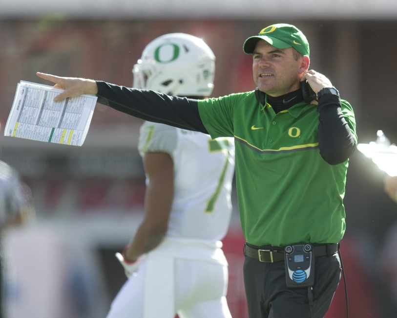 Oregon upsets No. 11 Utah 30-28 on late Carrington TD catch