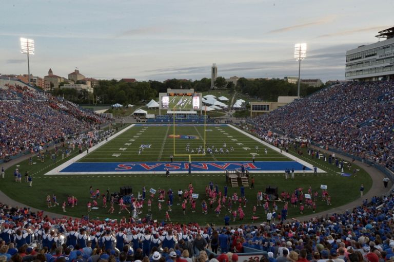 Ncaa-football-memphis-kansas-768x510