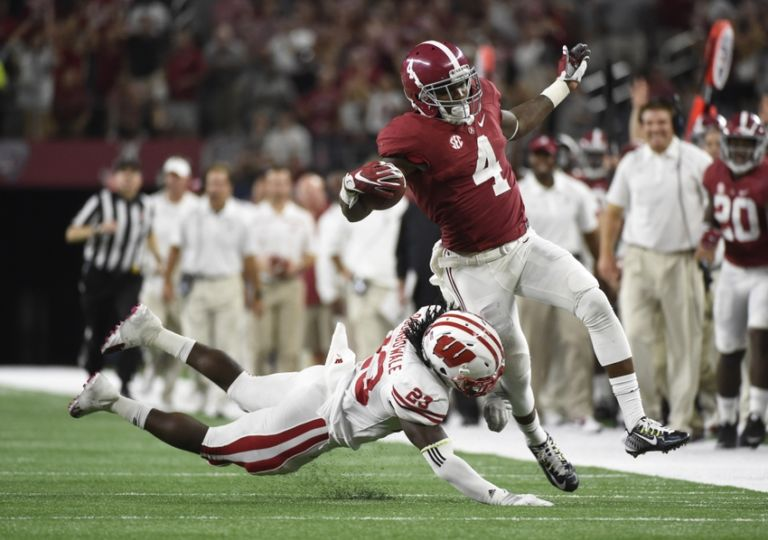 8785067-dare-ogunbowale-ncaa-football-cowboys-classic-wisconsin-vs-alabama-768x540