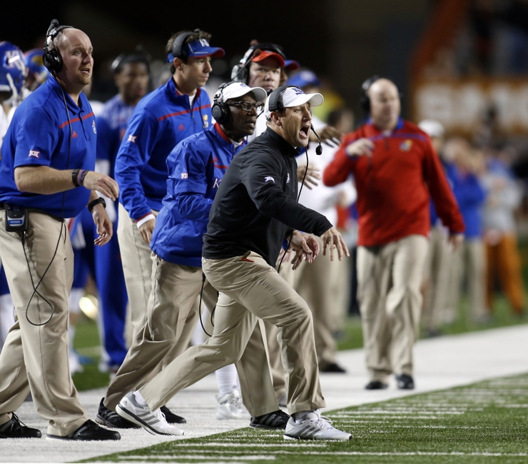 8909666-david-beaty-ryan-willis-ncaa-football-kansas-texas