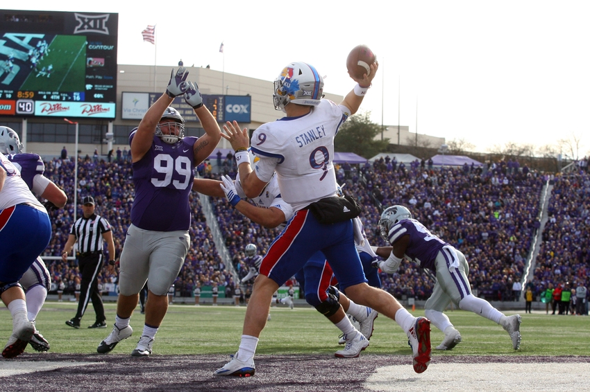 9706274-ncaa-football-kansas-kansas-state