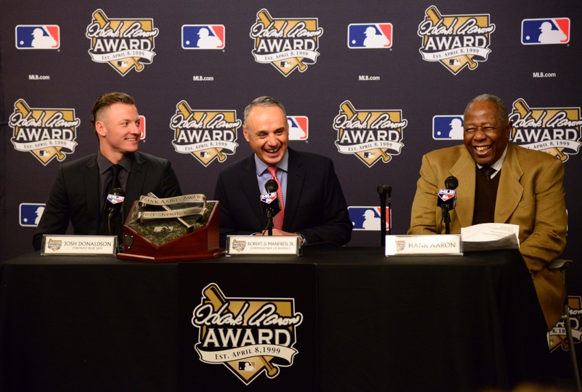 8895156-rob-manfred-josh-donaldson-hank-aaron-mlb-world-series-kansas-city-royals-new-york-mets