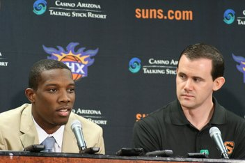 Eric Bledsoe introduced as a Phoenix Sun after being acquired from the Clippers.
