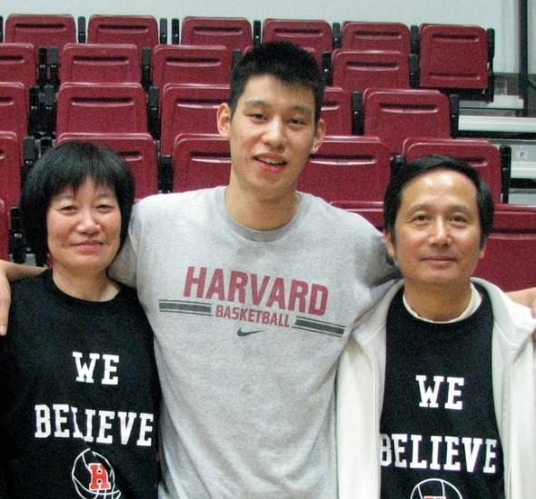 Jeremy Lin poses for a picture with his parents
