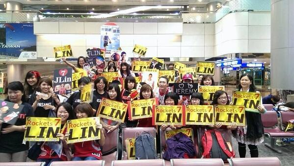 Fans await the Houston Rockets arrival into Taipei, Taiwan (via RocketsSocial