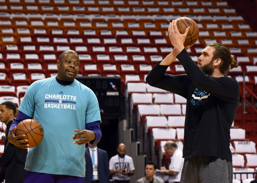 9276993-patrick-ewing-spencer-hawes-nba-playoffs-charlotte-hornets-miami-heat