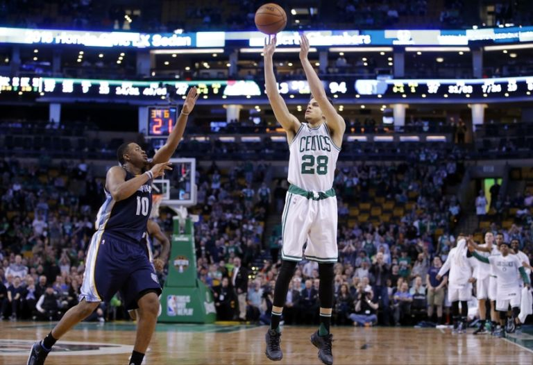 R.j.-hunter-jarell-martin-nba-memphis-grizzlies-boston-celtics-768x526