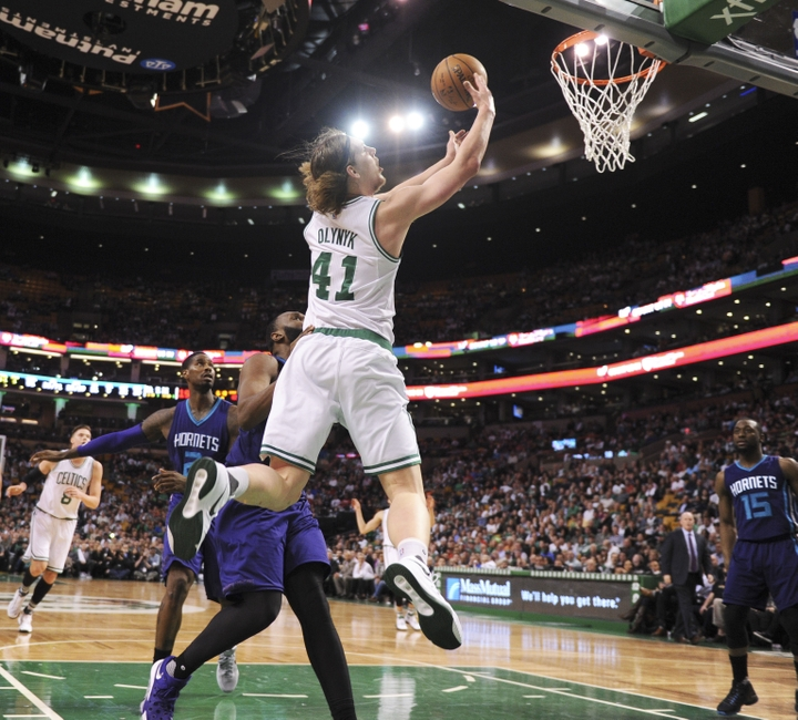 9245844-al-jefferson-kelly-olynyk-nba-charlotte-hornets-boston-celtics