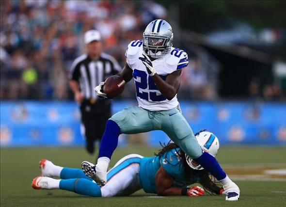 Aug 4, 2013; Canton, OH, USA; Dallas Cowboys running back Lance Dunbar (25) runs the ball in the first quarter of the 2013 Pro Football Hall of Fame game against the Miami Dolphins at Fawcett Stadium. Mandatory Credit: Andrew Weber-USA TODAY Sports