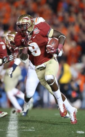 Jan 6, 2014; Pasadena, CA, USA; Florida State Seminoles running back Karlos Williams (9) runs with the ball during the game against the Auburn Tigers for the 2014 BCS National Championship game at the Rose Bowl. Mandatory Credit: Matthew Emmons-USA TODAY Sports