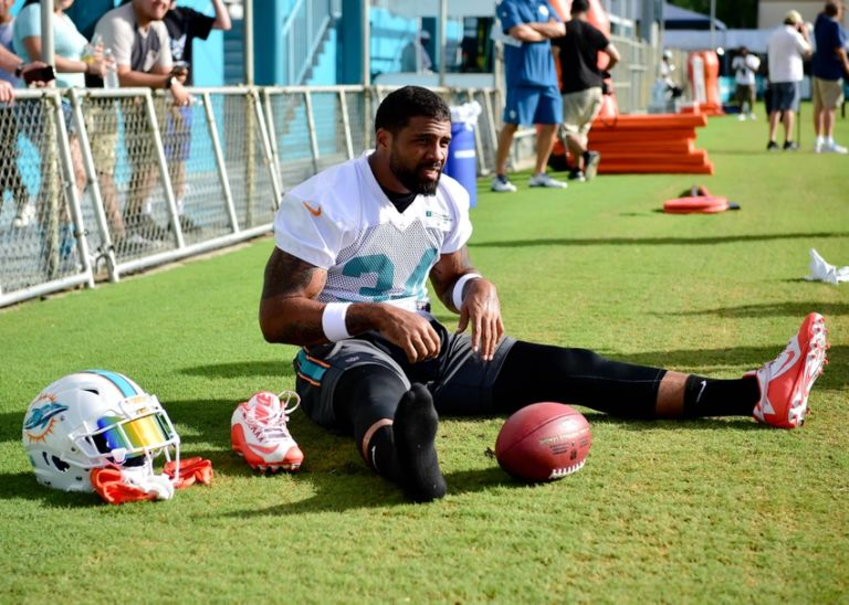 9420977-arian-foster-nfl-miami-dolphins-training-camp-768x548