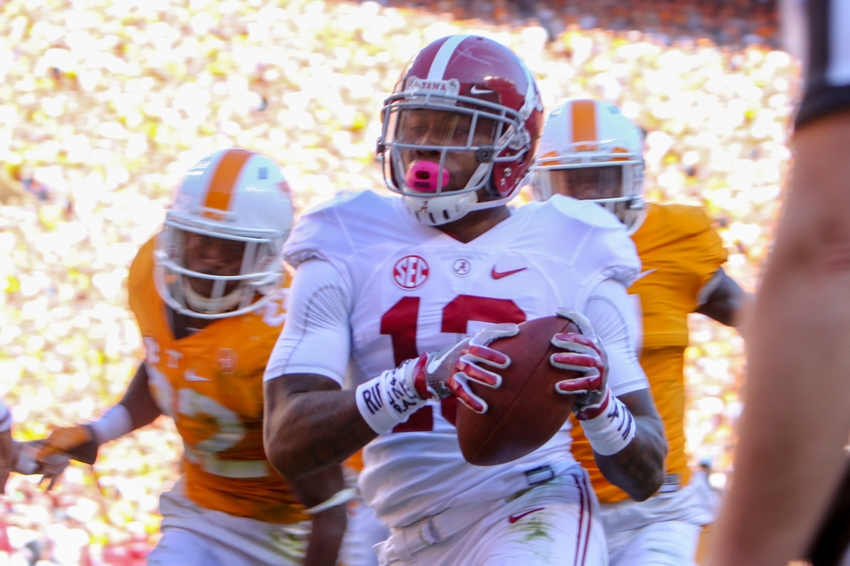 Oct 15, 2016; Knoxville, TN, USA; Alabama Crimson Tide wide receiver ArDarius Stewart (13) runs the ball for a touchdown against the Tennessee Volunteers during the first half at Neyland Stadium. Mandatory Credit: Randy Sartin-USA TODAY Sports