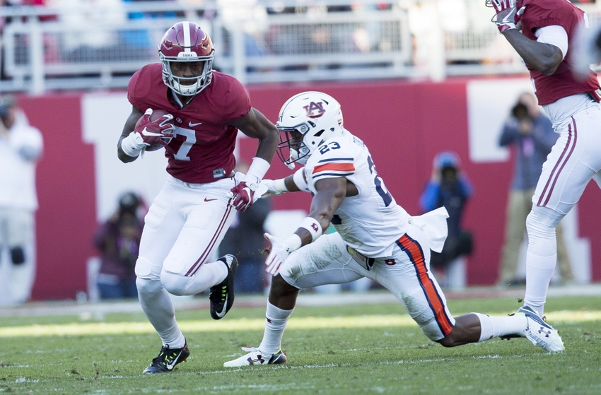 Nov 26, 2016; Tuscaloosa, AL, USA; Alabama Crimson Tide wide receiver Trevon Diggs (7) gets away from Auburn Tigers defensive back Johnathan Ford (23) at Bryant-Denny Stadium. Mandatory Credit: Marvin Gentry-USA TODAY Sports