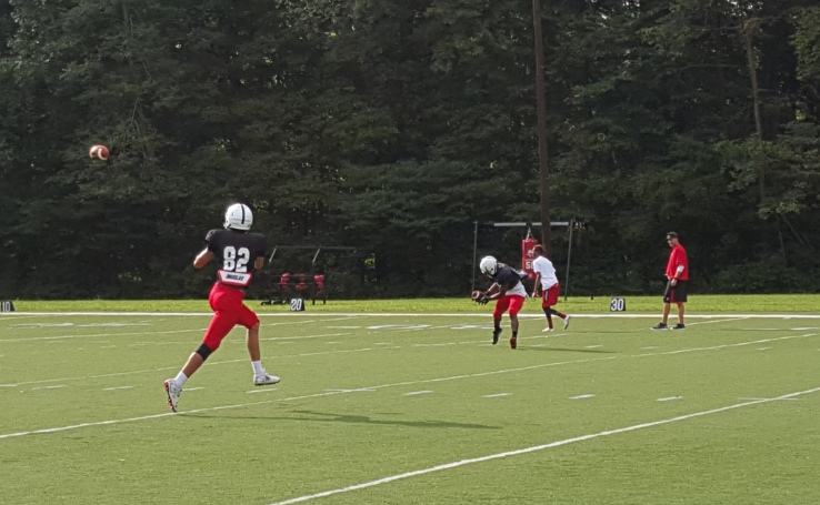 Cincinnati bearcats receivers running routes in practice at camp
