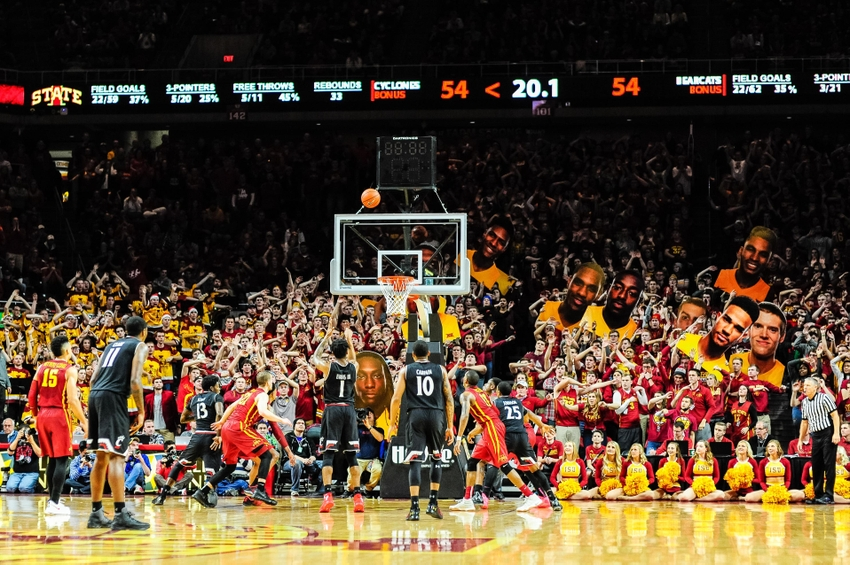 9716809-ncaa-basketball-cincinnati-iowa-state