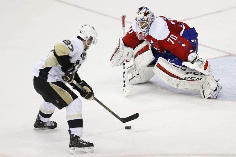 Braden-holtby-sidney-crosby-nhl-pittsburgh-penguins-washington-capitals-768x511