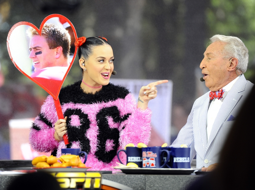 Katy-perry-lee-corso-ncaa-football-alabama-mississippi