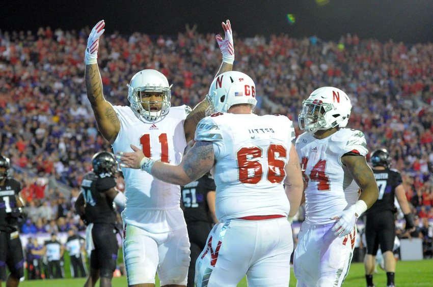 college injury report Medical info including player name, player position, college football team, type of injury, length of injury and date expected to return.