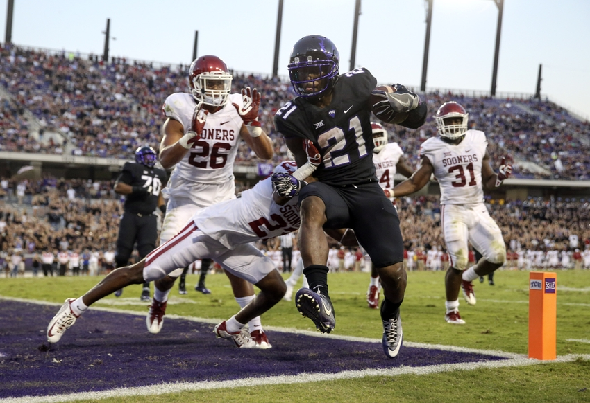 Oct 1, 2016; Fort Worth, TX, USA; TCU Horned Frogs running back Kyle Hicks (21) scores a touchdown past Oklahoma Sooners cornerback Dakota Austin (27) during the second half at Amon G. Carter Stadium. Mandatory Credit: Kevin Jairaj-USA TODAY Sports