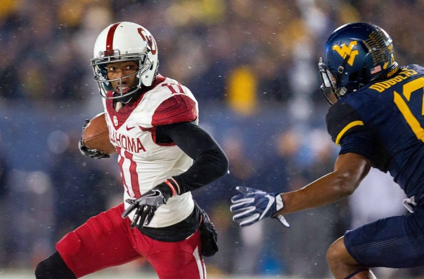 Nov 19, 2016; Morgantown, WV, USA; Oklahoma Sooners wide receiver Dede Westbrook (11) runs the ball during the first quarter against the West Virginia Mountaineers at Milan Puskar Stadium. Mandatory Credit: Ben Queen-USA TODAY Sports