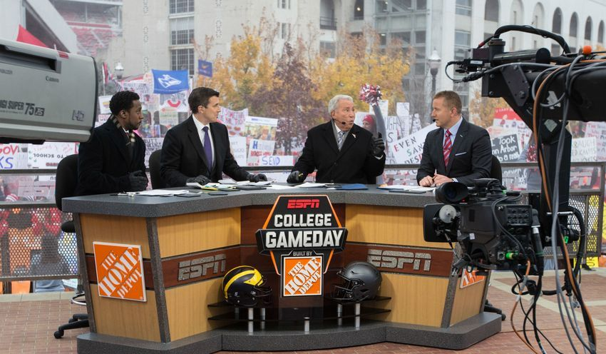 Lee Corso S College Gameday Headgear Pick Army Vs Navy