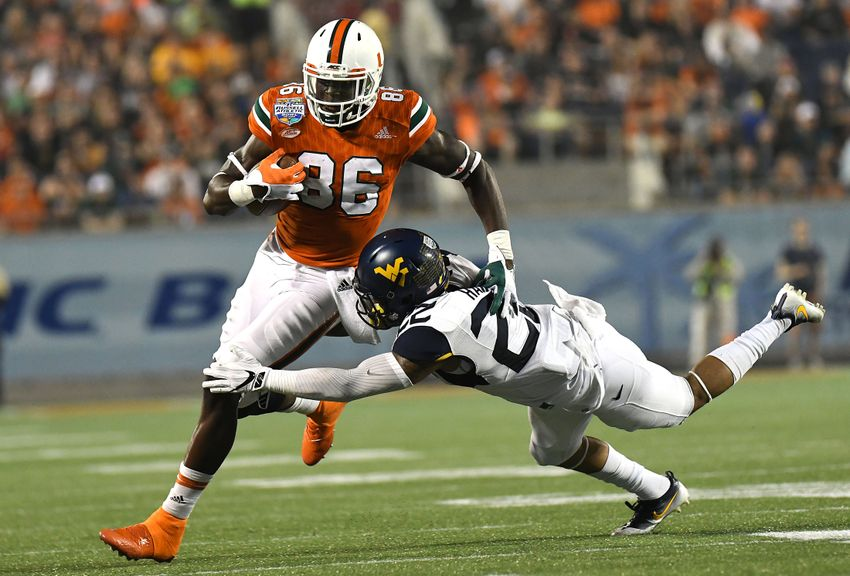 9772788-ncaa-football-russell-athletic-bowl-west-virginia-vs-miami