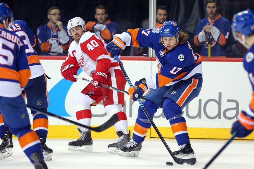 9117315-henrik-zetterberg-matt-martin-nhl-detroit-red-wings-new-york-islanders