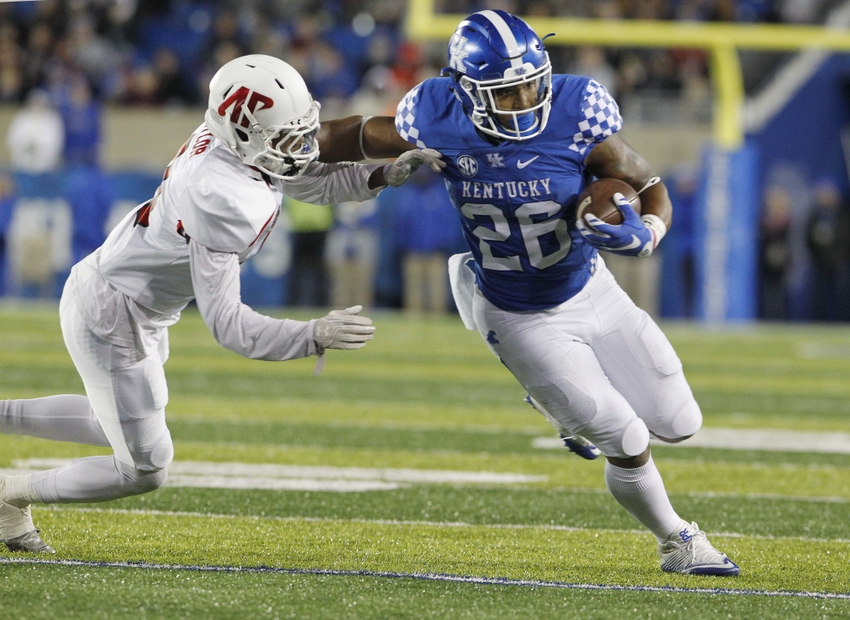9690123-ncaa-football-austin-peay-kentucky