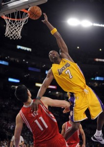 Lamar Odom Tries To Scale Yao (ESPN)