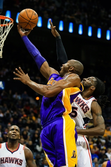 The Night Kobe Gave Away His Shoes…To An Opponent