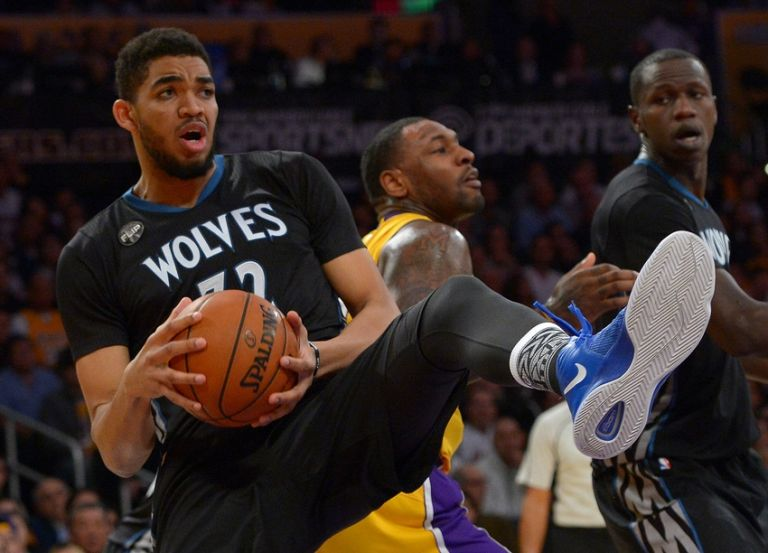 Karl-anthony-towns-tarik-black-nba-minnesota-timberwolves-los-angeles-lakers-2-768x0
