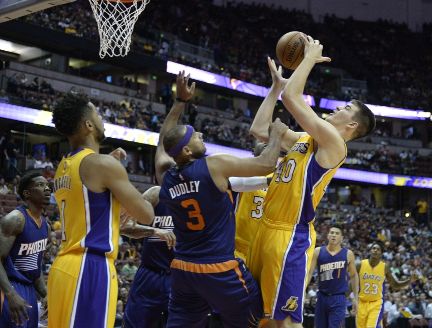 9623969-jared-dudley-nba-preseason-phoenix-suns-los-angeles-lakers